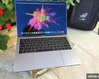 Macbook pro retina touchbar + Core i7 / 16 gb ram