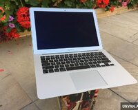 Macbook air 13.3 Core i5 . 256 gb ssd