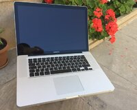 Macbook pro 15.4 ekran. Core i7 + 8 gb ram