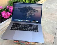 Apple Macbook pro 15.4 Touchbar Core i7 /16 gb ram