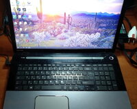 Toshiba Satellite l70-a Core i3 17.3""
